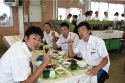 オープンキャンパスの写真 食堂での食事も楽しめます