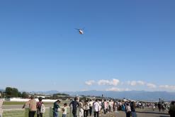 オープンキャンパスの写真 空飛ぶ飛行機見学